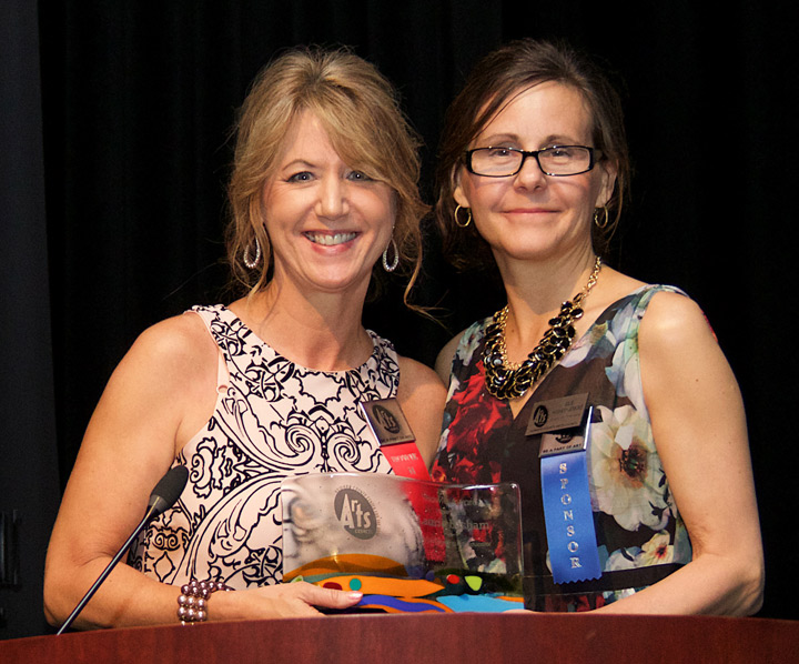 Laurie Basham, art instructor at Glenwood Middle School, accepts the 2016 Howie Award for Outstanding Arts Educator from HCAC Board Vice President Julie Hughes-Jenkins (photo by Lee Waxman)