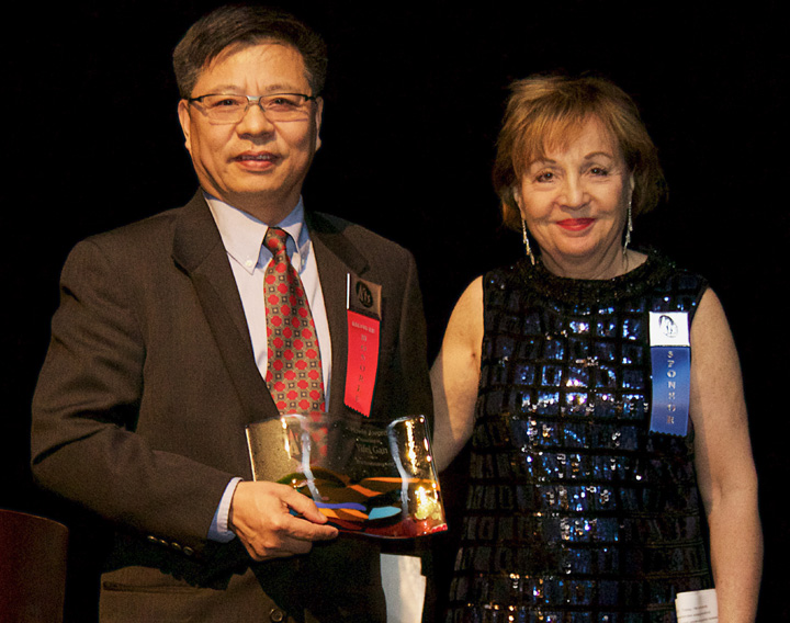 Yifei Gan accepts the 2016 Howie Award for Outstanding Artist from Mary Ann Scully, President and CEO of Howard Bank (photo by Lee Waxman)